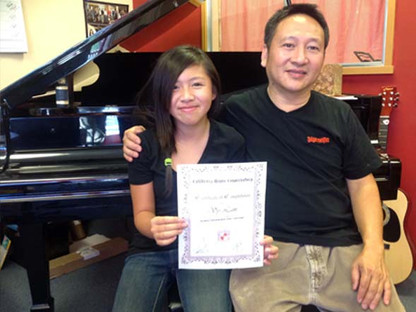 Vy Lam receiving the certificate level 1