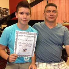 Ricardo Alonso receiving the certificate level 1